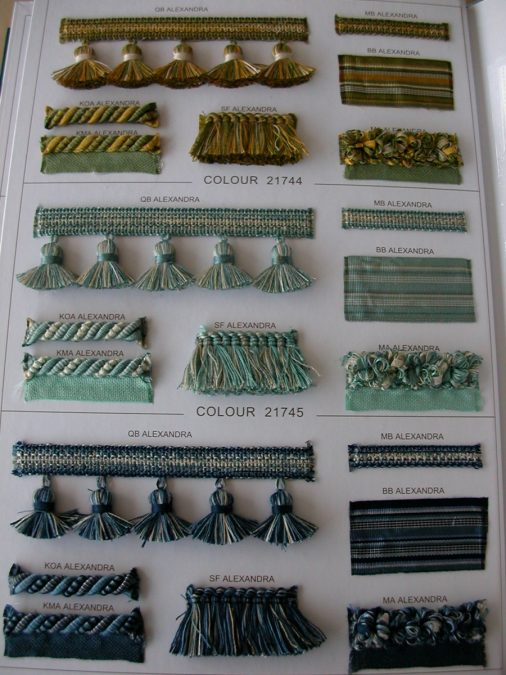 Pamutos paszományok zöld–arany, türkiz és kék színben