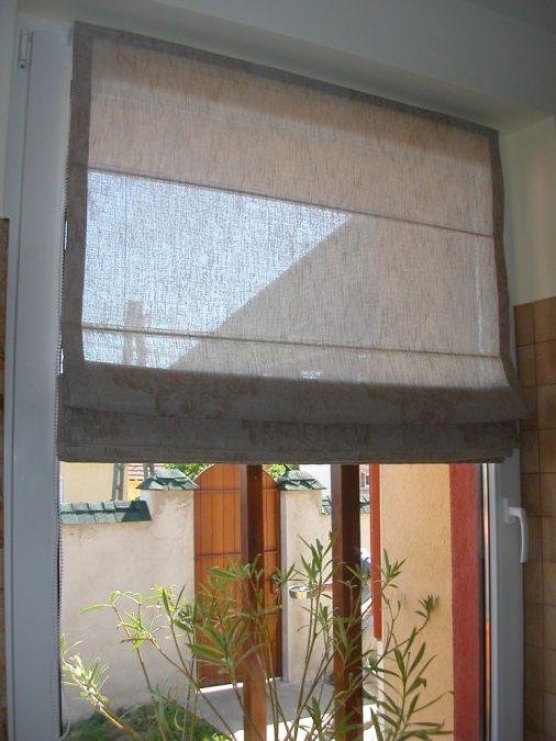 Ablakszárnyra szerelt római roló