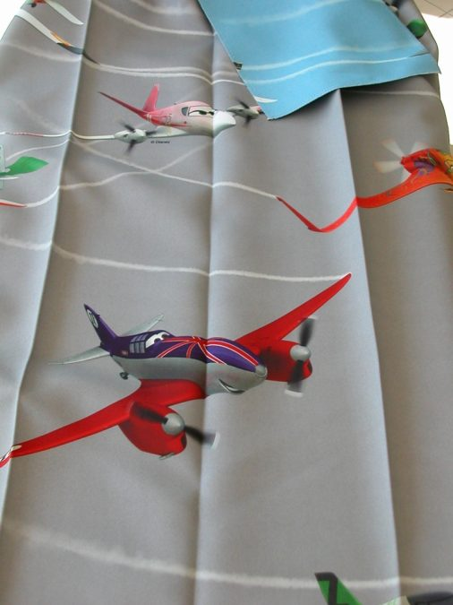 3199. Repülő mintás gyerek Dim out függöny