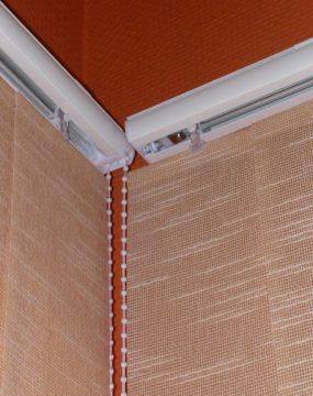 Szalagfüggöny sín sarokillesztéssel