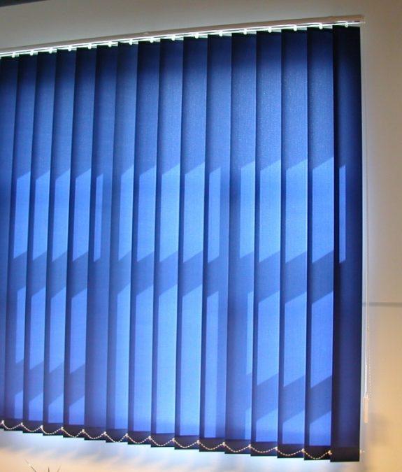 BERLIN 0950. szalagfüggöny, oldalfali konzollal szerelve