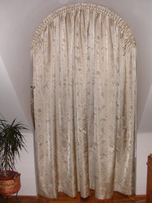 Boltíves hálószobai függöny
