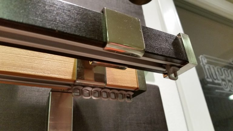 Quadro 2-soros belső sínes modern rúdkarnis garnitúra