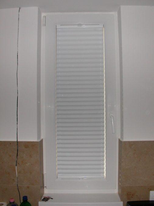 VS–2 Feszített pliszé függöny keskeny ablakra