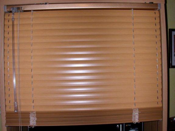 Reluxa bükk hatású 25 mm széles alu lamellával
