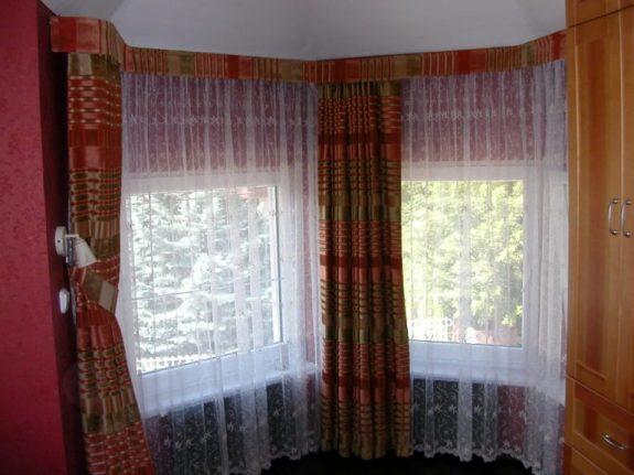 Bástyaíves ablak függönyözése