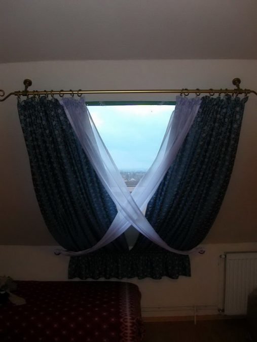 Tetőtéri ablak sötétítő függönnyel – Függönymester