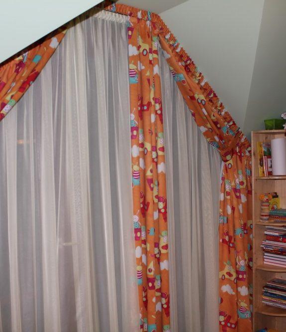 Tetőtéri gyerekszoba függöny – Függönymester